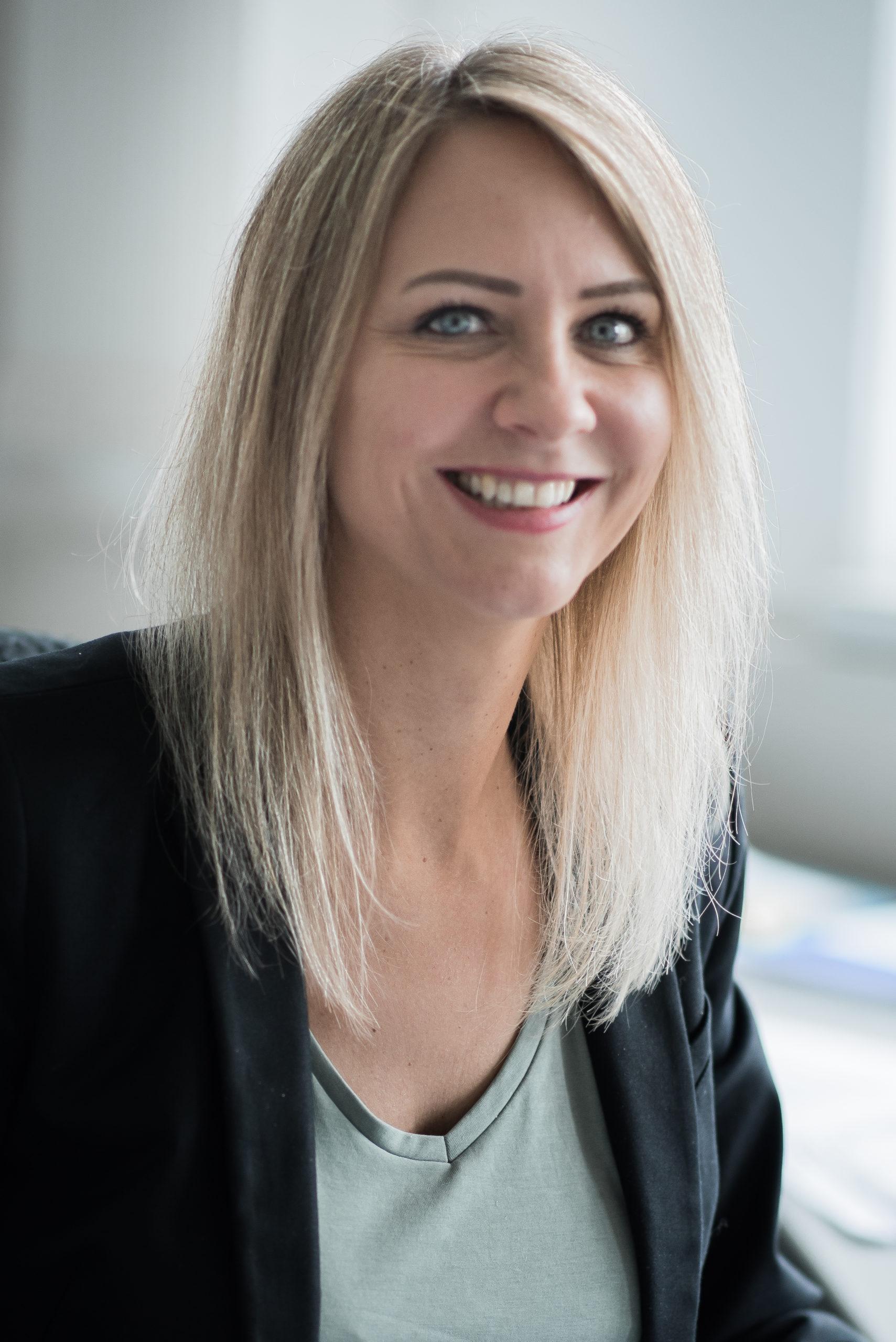 Portraitfoto von Verena Richter, Leitung Materialwirtschaft bei productware